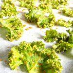 grønkålschips, chips af grønkål, opskrift grønkålschips